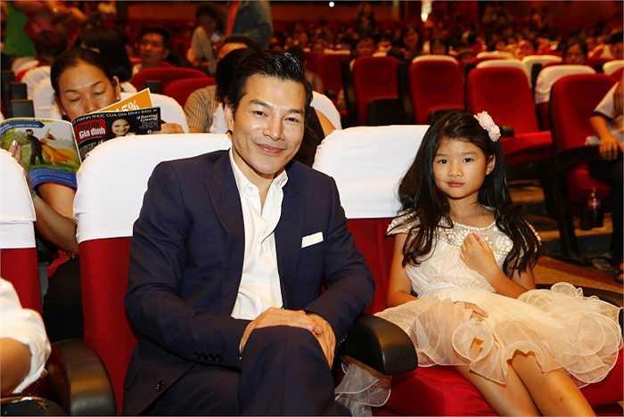 Hai bố con Trần Bảo Sơn - Bảo Tiên.