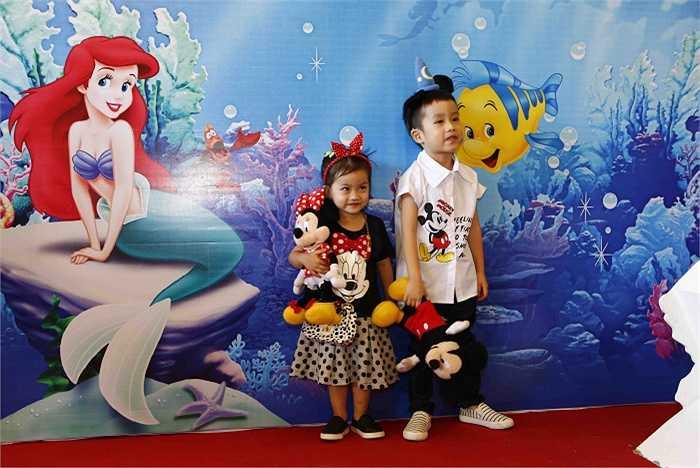 Hai nhóc tì nhà Ốc Thanh Vân.