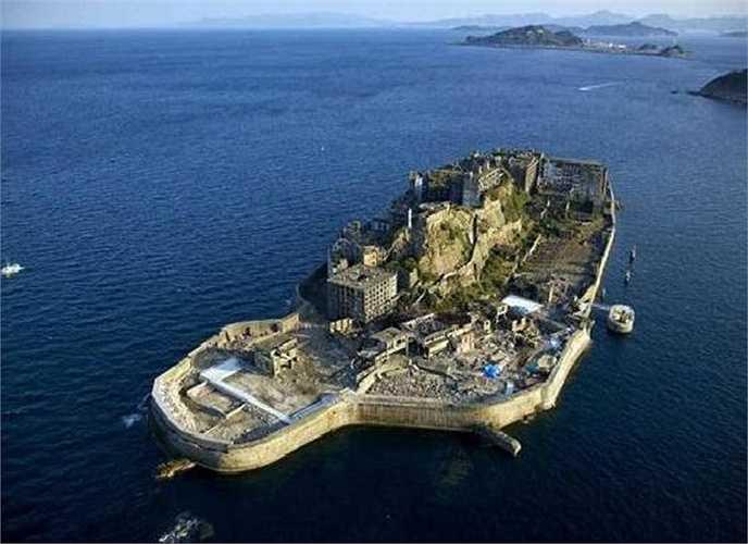 Thế nhưng từ khi công việc khai thác dừng lại, hòn đảo Hashima đã bị bỏ hoang. Hashima nằm cách Nagasaki 15km
