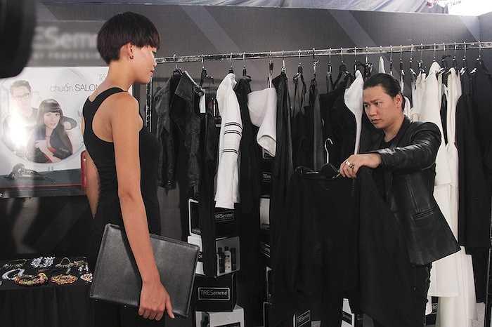 Qua những shoot hình street style, khán giả sẽ biết nhiều hơn về phong cách ăn mặc cũng như giúp người mẫu khẳng định được gu thời trang cùng phong cách nghề nghiệp riêng biệt của họ.