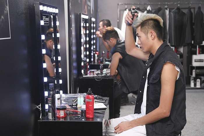 Đinh Đức Thành nhận xét: 'Đây là một thử thách khá khó khăn đối với các thí sinh nam. Thử thách không những yêu cầu mỗi thí sinh phải thể hiện phong cách thời trang muốn hướng đến trong khoảng thời gian khá ngắn. Điều này gây áp lực cho Thành cũng như các thí sinh khác'.