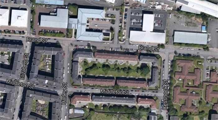 Năm 2003, nữ triệu phú còn bị tấn công bên ngoài văn phòng ở Glasgow. Rất nhiều mẫu đồ lót mới đã bị cướp đi. Kẻ tấn công còn tẩu thoát bằng ôtô của Michelle.