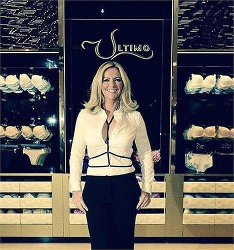 Năm 1996, cô thành lập MJM International và thương hiệu đồ lót Ultimo ra đời. Chồng cô cũng gia nhập công ty 3 năm sau đó.