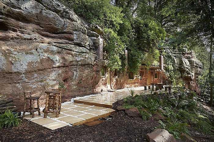Hang động được coi là một trong những ngôi nhà đá lâu đời nhất châu Âu giờ đây có 4 phòng ngủ hiện đại.