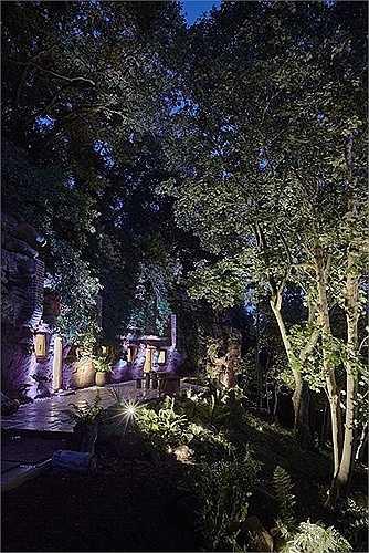 Sân thượng về đêm..
