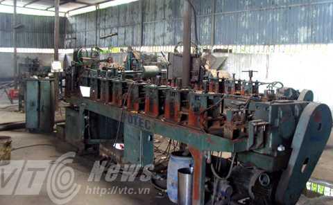 Chiếc máy sản xuất vành xe đạp inox tự động do ông Khánh chế tạo