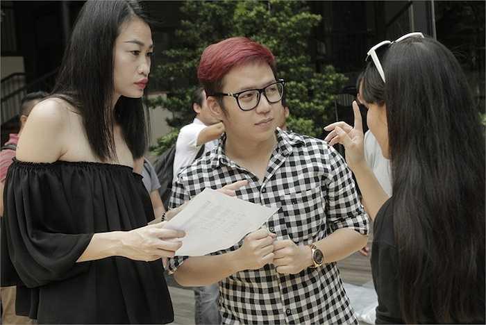 Bên cạnh đó là những tên tuổi hàng đầu trong làng giải trí, đạo diễn Phạm Hoàng Nam, giám đốc âm nhạc Dương Khắc Linh, hình ảnh Tee Lee, chỉ đạo catwalk Trương Thanh Trúc...