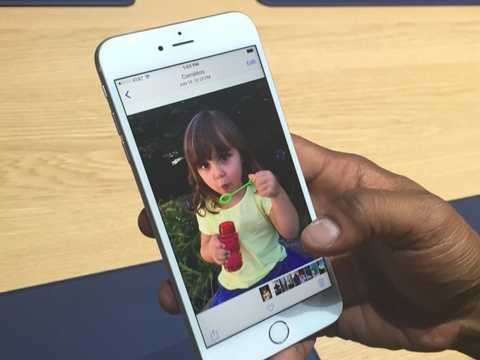 Người dùng có thể chụp ảnh Live Photos với iPhone mới - nghĩa là chụp một bức ảnh động với thời gian vài giây trước và sau khoảnh khắc bấm máy. Tính năng này cho ra một bức ảnh khá mượt mà