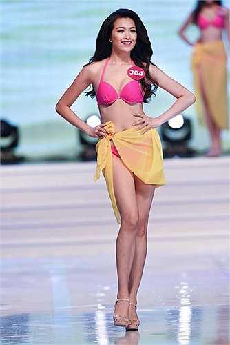 Trong những gương mặt cũ của Hoa hậu Hoàn vũ Việt Nam 2015, Đặng Thị Lệ Hằng cũng gây chú ý bởi từng có nhiều thành tích tại các cuộc thi. Năm 2012, cô từng lọt chung kết Hoa hậu Việt Nam. Năm 2014, Lệ Hằng giành giải quán quân tại cuộc thi Tìm kiếm người mẫu Elite Model Look. Lệ Hằng sinh năm 1993, cô cao 1m73,5, nặng 53kg, số đo: 80,5-64,5-89.