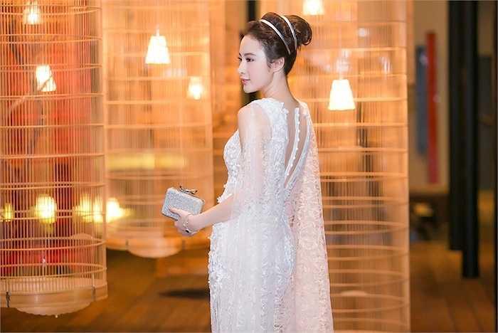 Angela Phương Trinh vừa xuất hiện tại show diễn Ange ou Demon - Thiên thần hay Quỷ dữ của NTK Chung Thanh Phong.