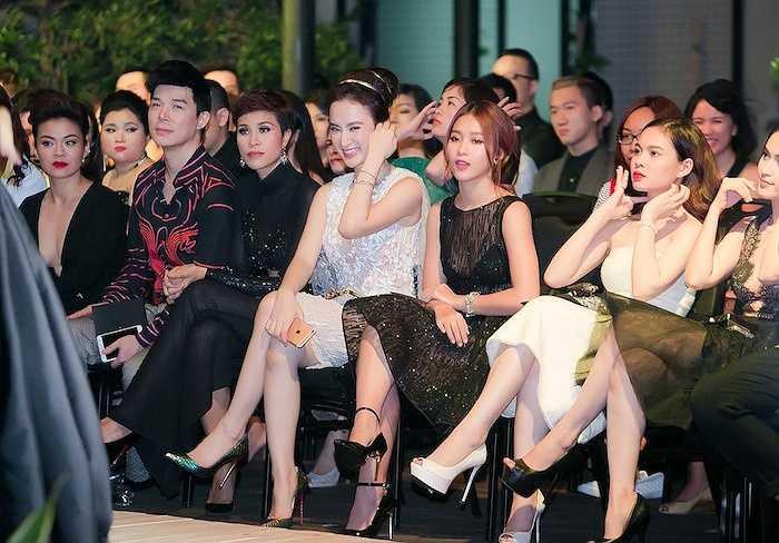 Đúng với lời hứa từ khi công bố chương trình, trong 30 phút, nhà thiết kế tài năng đã mang đến cho làng thời trang Việt một đêm trình diễn đúng nghĩa, thuần khiết và thực sự thăng hoa, đưa thời trang đến gần hơn với ranh giới nghệ thuật.