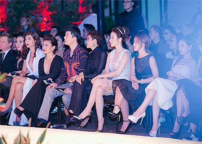 50 người mẫu gói gọn trong 30 phút trình diễn, không chiêu trò, không mảng miếng hay các tình tiết cố tình chơi trội nhưng Chung Thanh Phong vẫn chinh phục cả những khán giả khó tính nhất bởi sự chuyên nghiệp và khả năng tạo mẫu thượng thừa. (Trung Ngạn)