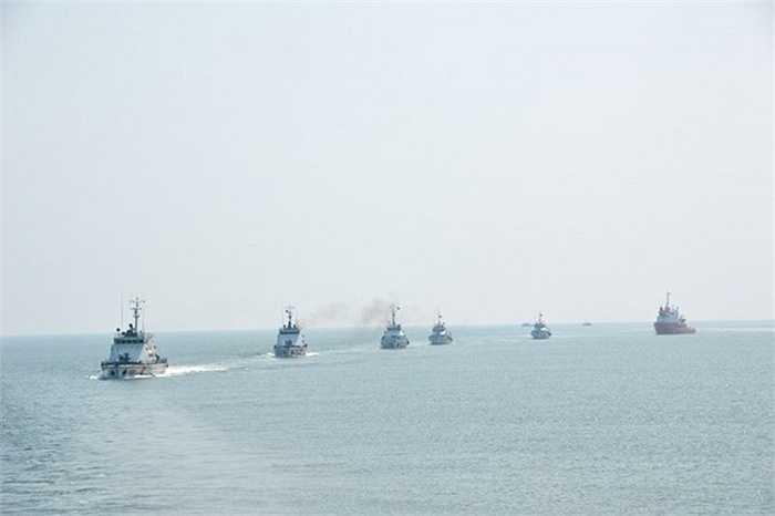 Biên đội tàu Cảnh sát biển hành quân trên biển