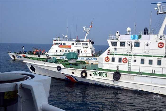 Tàu chở dầu bị lực lượng Cảnh sát biển khống chế.