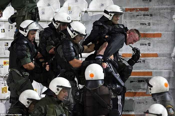 Thông báo từ Hy Lạp cho hay, ít nhất 8 kẻ gây rối đã bị tạm giữ