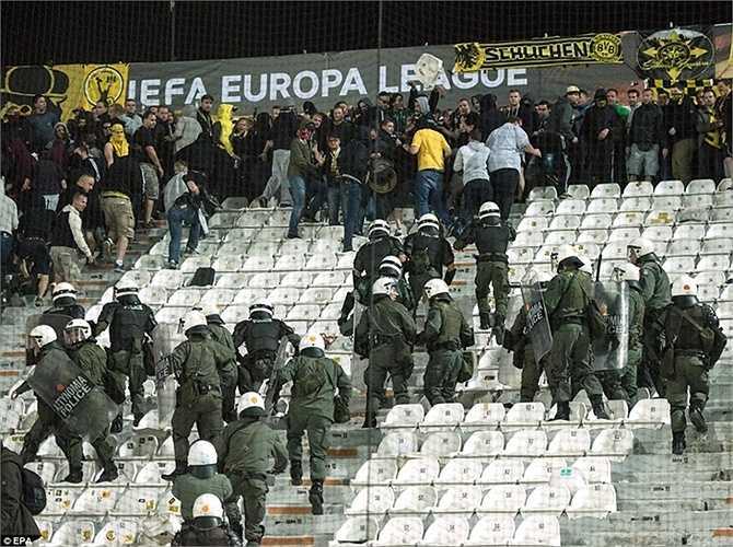 Vụ việc đáng tiếc không khiến ai bị thương nhưng nó khiến công tác tổ chức các trận đấu ở Europa League bị đặt dấu hỏi lớn