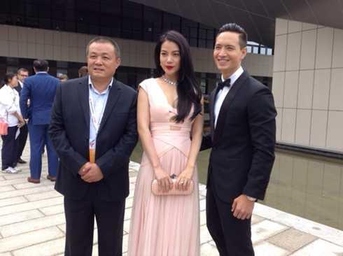 Trương Ngọc Ánh và Kim Lý tay trong tay tham dự LHP Kim Kê.