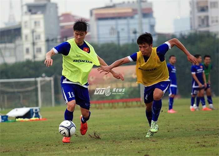 Duy Mạnh và Tiến Dũng là hai cầu thủ trẻ tiến bộ nhất V-League 2015. (Ảnh: Phạm Thành)