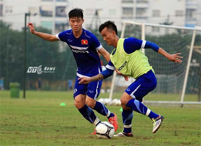 Duy Mạnh là cầu thủ trẻ hay nhất V-League 2015. Thường xuyên được ra sân trong màu áo Hà Nội T&T giúp Duy Mạnh tích lũy thêm nhiều kinh nghiệm thực chiến quý báu. (Ảnh: Phạm Thành)