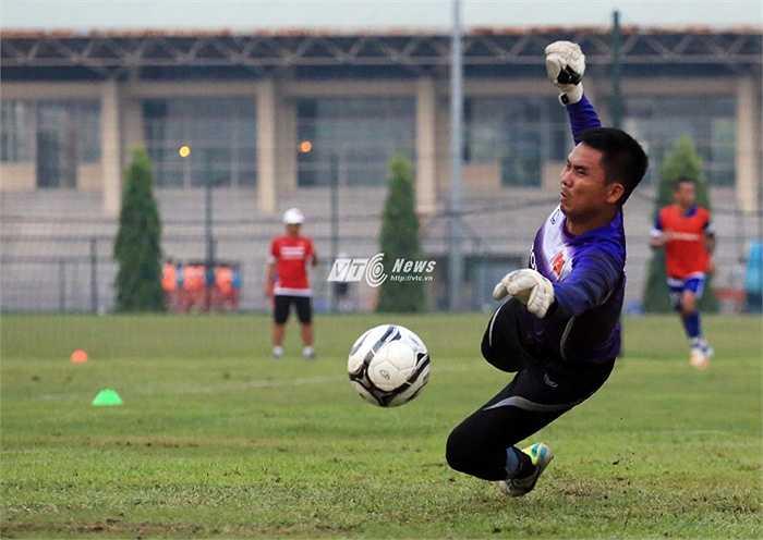 HLV Miura có thể yên tâm ở vị trí thủ môn? (Ảnh: Phạm Thành)