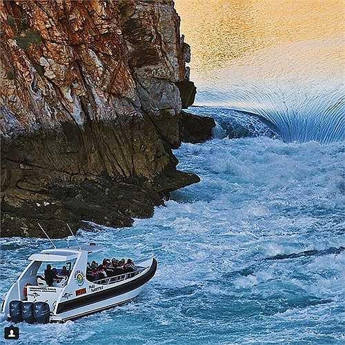 Thác Horizontal bên bờ biển Kimberley đẹp như tên gọi của nó