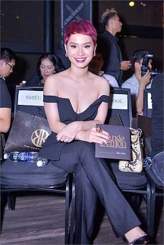 Nhiều sao Việt cũng xuất hiện trong sự kiện này. Trà My Idol diện đồ cut-out sexy.