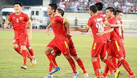 Cách biệt 5 bàn trong hiệp 1 có vẻ như đã khiến thầy trò HLV Hoàng Anh Tuấn hài lòng