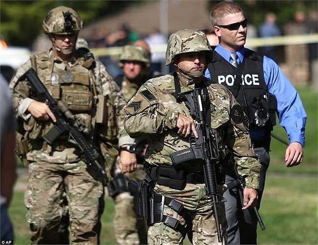 Cảnh sát làm nhiệm vụ tại hiện trường vụ xả súng