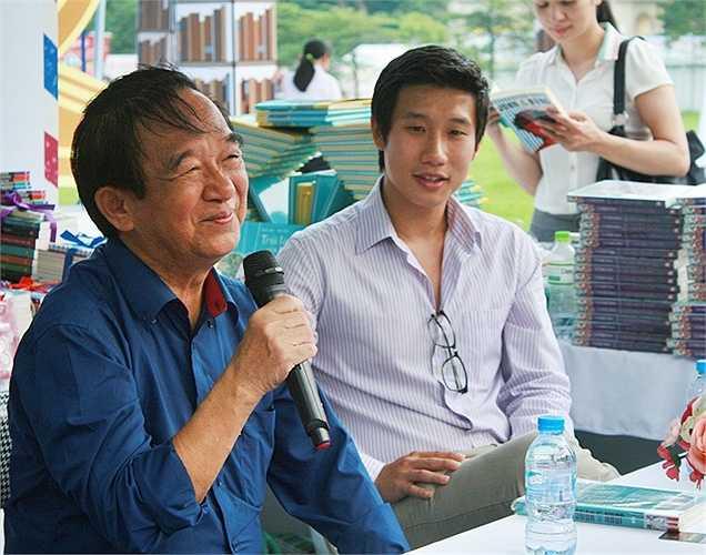 Giáo sư Nguyễn Lân Dũng cùng tác giả Hùng John giao lưu với bạn đọc về cuốn sách 'John đi tìm Hùng' vào 1/10.
