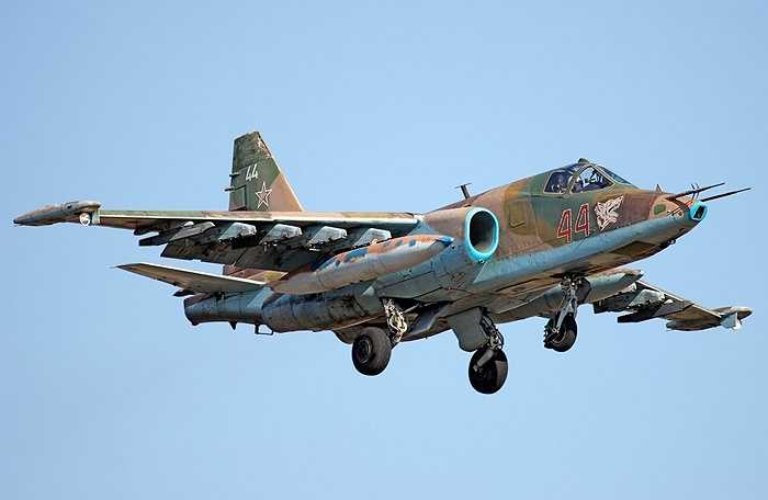 Ngoài ra pháo 30mm cũng giúp Su-25 tấn công tầm gần