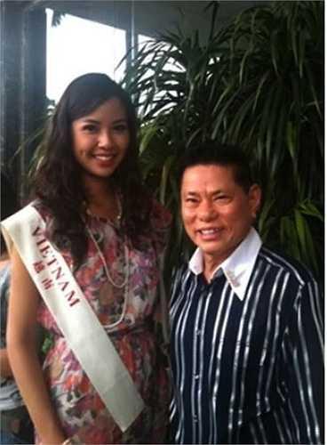 Ông Hoàng Kiều bên người đẹp Nguyễn Ngọc Kiều Khanh tại cuộc thi Hoa hậu Thế giới 2010 tại Hải Nam, Trung Quốc.