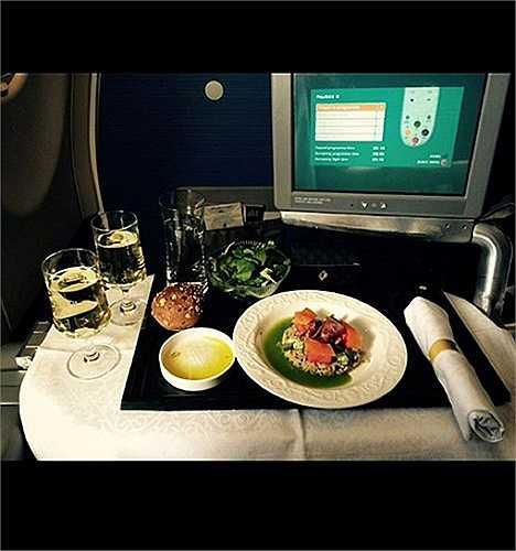 Thức ăn trên khoang hạng nhất của hãng KLM.