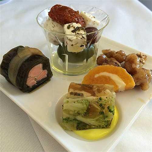 Món ăn phong cách Nhật của hãng hàng không ANA (Nhật Bản) bay tới Washington (Mỹ).