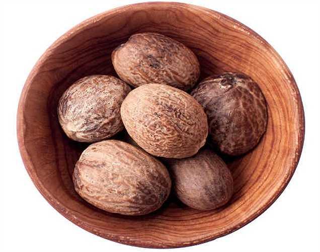 Hạt nhục đậu khấu: Hạt nhục đậu khấu có thể giết chết bộ não của bạn. Người ta nói rằng việc tiêu thụ chỉ 5g hạt nhục đậu khấu có thể dẫn đến co giật, và 7,5g có thể dẫn đến động kinh.
