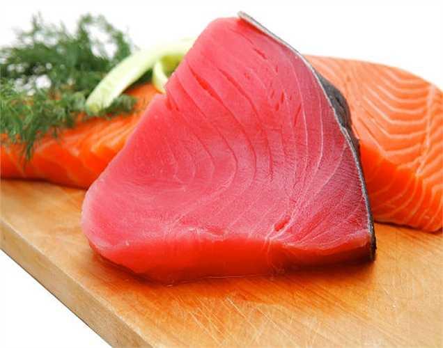 Cá ngừ: Sự nguy hiểm của cá ngừ là do lượng thủy ngân cá hấp thụ. Thủy ngân không tốt cho phụ nữ mang thai cũng như trẻ em vì nó có thể dẫn đến sẩy thai và u não ở trẻ.