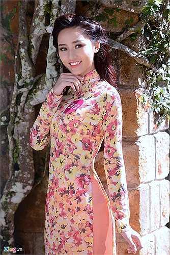Trong chuyến ghé thăm thành phố Đà Lạt (Lâm Đồng), Ngô Trà My đã có dịp khoe dáng trong tà áo dài truyền thống cùng hơn 40 thí sinh khác. Đây là loại trang phục cô hiếm khi dám diện trong nhiều năm nay do e ngại vóc dáng quá khổ của mình, kể cả khi phải mặc tới trường.