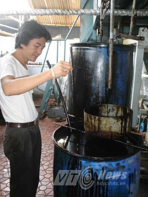 Rác vào đầu máy, cuối máy thành dầu đốt, tiếp tục tinh chế sẽ thành xăng