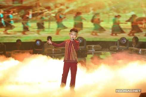 Công Quốc của đội Cẩm Ly đem đếnca khúc 'Về nghe gió kể' (Sáng tác: Hoàng Anh Minh). Phần trình diễn này giúp cậu vượt qua Khánh Linh.