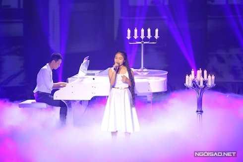 Hà Vy được HLV Dương Khắc Linh chọn ca khúc 'Promise' để thể hiện trong liveshow 4. Cẩm Ly nhận xét, cô bé hát có hồn hơn khi tập luyện nhưng một số nốt cao Hà Vy còn phạm một số lỗi rất nhỏ trong phát âm.