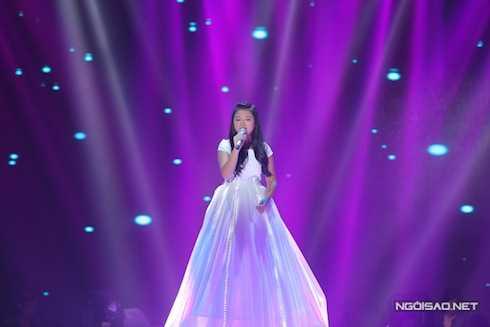Hà Minh của đội Dương Khắc Linh chọn hit 'khủng' của Beyoncé - 'Listen'để thể hiện.