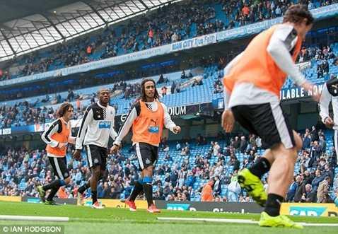 Cầu thủ Newcastle khởi động