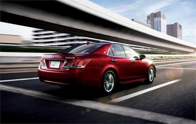Theo Toyota, chiếc Crown Athlete trang bị loại động cơ mới có mức tiêu thụ nhiên liệu trung bình chỉ 13,4 km/l theo tiêu chuẩn đo của Nhật JC08.