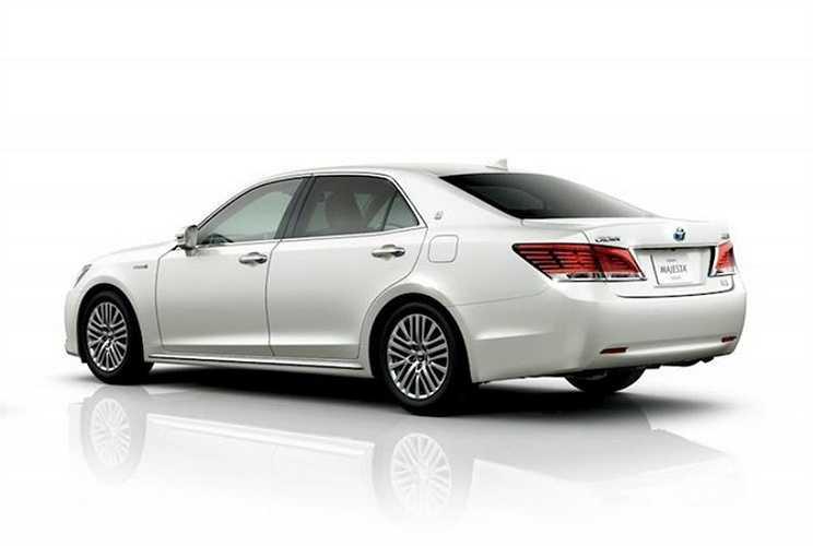 Bên cạnh bản động cơ 2.0l mới, Crown vẫn sẽ được bán với các lựa chọn động cơ 2.5 V6, 3.5 V6 và Hybrid.