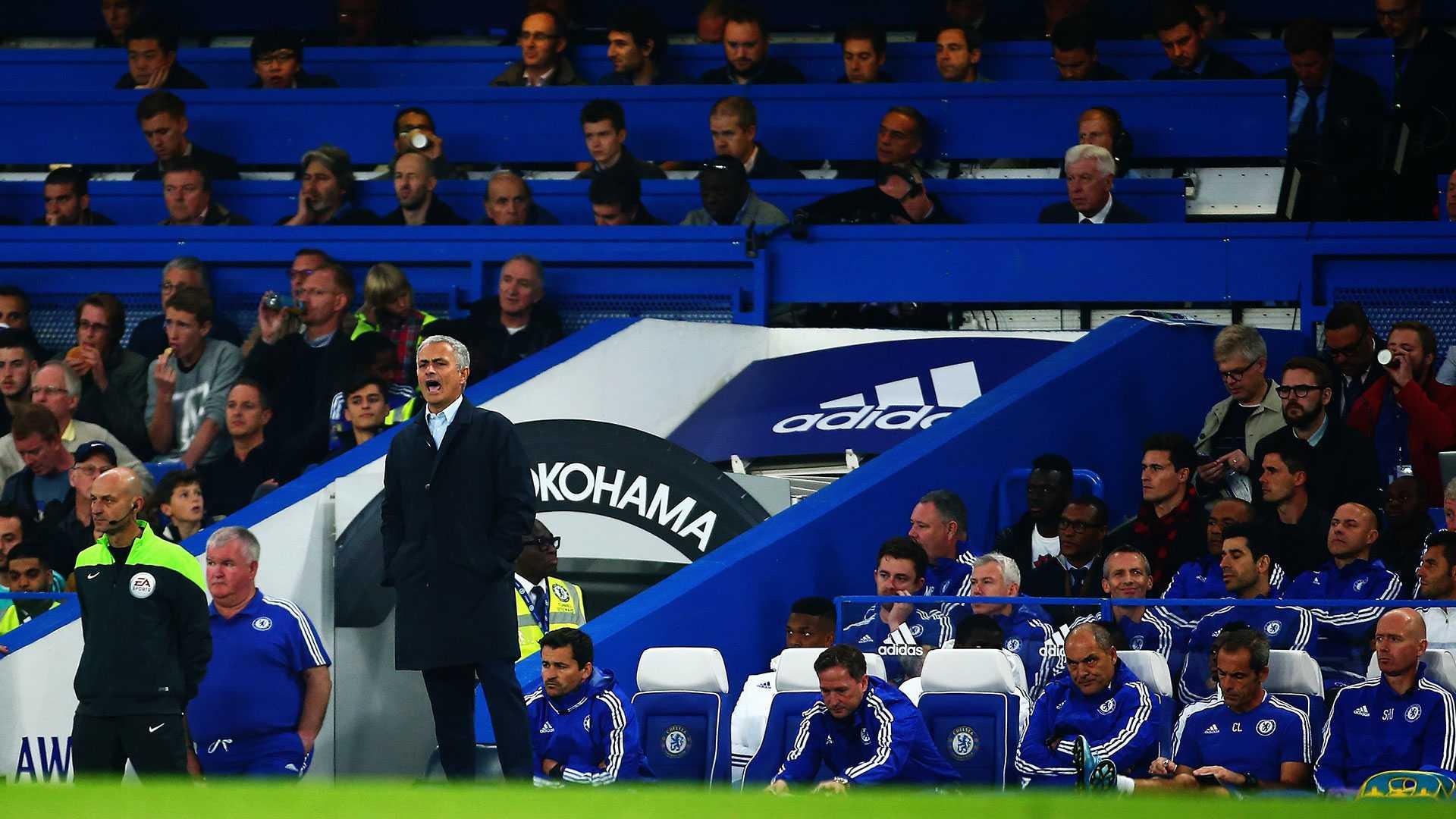 Ở Chelsea, Mourinho đang không rạch ròi giữa tôn chỉ tập thể với vị thế thuyền trưởng