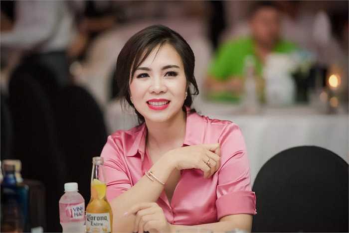 Đảm nhận vai trò cố vấn thời trang cho Hoa hậu hoàn vũ Việt Nam lần này, bà Lưu Nga hướng các thí sinh tới hình ảnh sang trọng, thanh lịch và quý phái.