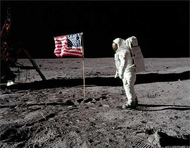 Tàu Apollo 11 chính là sự thành công lớn nhất đến bây giờ. Câu nói nổi tiếng 'Đây là bước đi nhỏ bé của con người, nhưng là bước tiến khổng lồ của nhân loại' khi lần đầu bước đi trên mặt trăng năm 1969 đã trở thành bất hủ đối với nhiều người