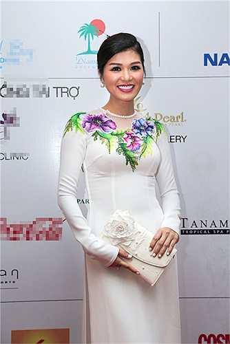Hoa hậu quý bà Bùi Thị Hà