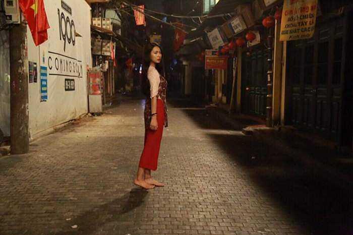 Trong bộ ảnh mới có tên 'Mộc', cô vẫn đẹp tự nhiên, giản dị nhưng rất dễ thương thậm chí còn được fan yêu thích hơn khi lộng lẫy với những trang phục cầu kỳ.