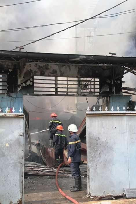 Lực lượng PCCC TP.HCM đã nhanh chóng có mặt tại hiện trường đám cháy.