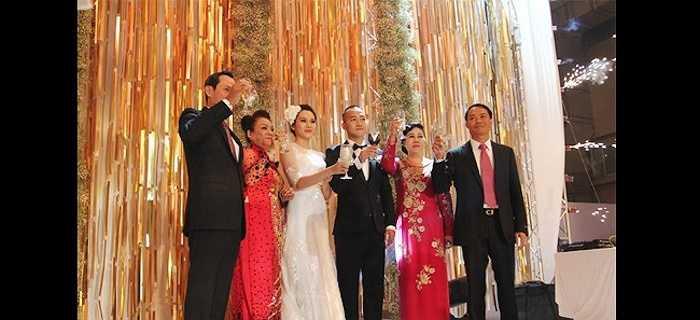 Đúng ngày này hai năm trước, giải vàng Siêu mẫu Ngọc Thạch đã chính thức kết hôn cùng một thiếu gia Hà thành sau gần 1 năm đính hôn.